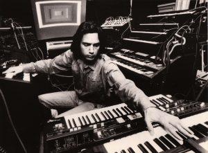 Jean-Michel Jarre, az elektronikus zene francia forradalmára új szerzeménnyel ünnepli születésnapját